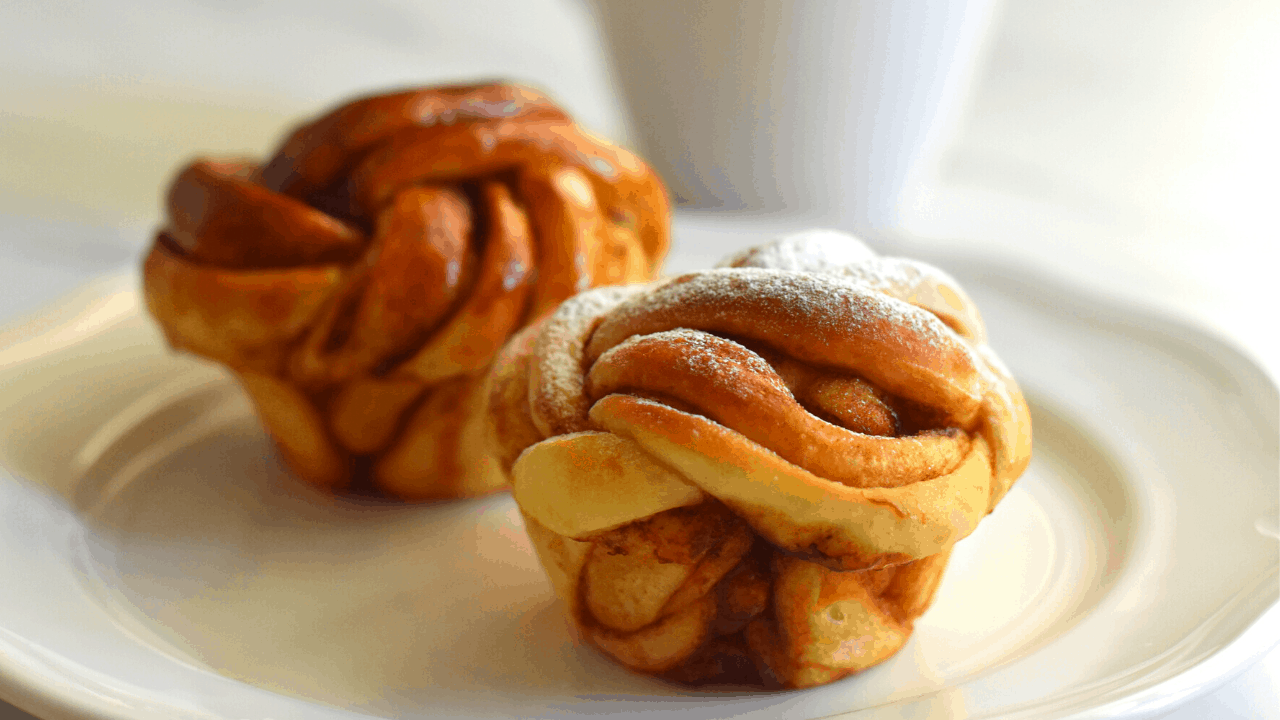 Easy Cinnamon Rolls in muffin pan